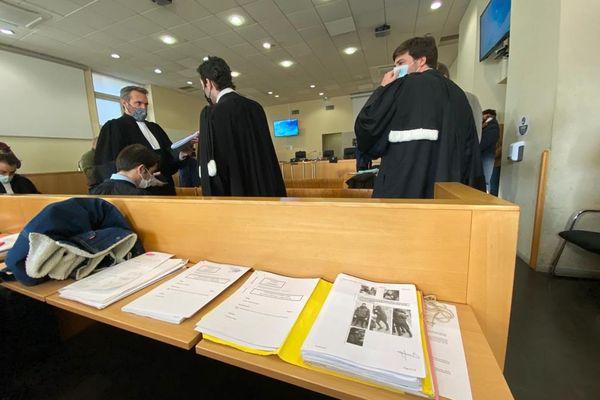 24/02/2021. Ouverture devant le tribunal correctionnel de Marseille du procès de 14 supporters de l'OM.