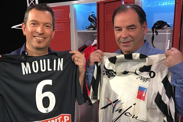 Stéphane Moulin, entraîneur du Angers SCO au côté d'Anthony Brulez sur le plateau d'#USBFOOT