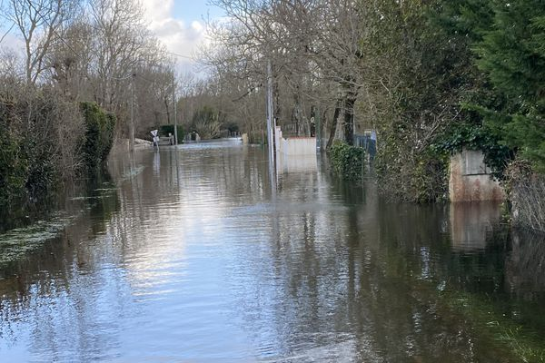 Routes inondées dans les hameaux autour de St-Pierre-d'Oléron.