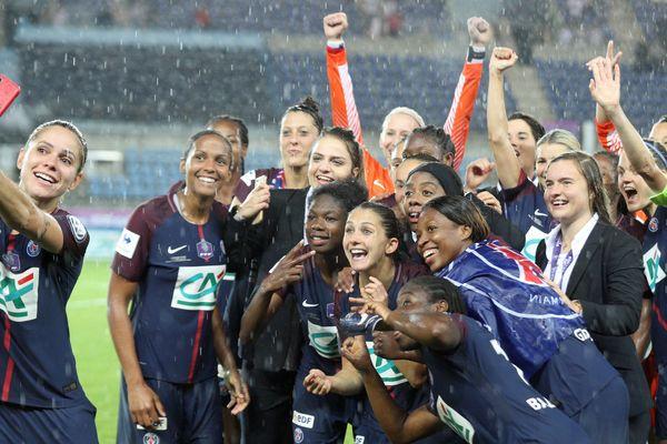 Les joueuses du Paris Saint-Germain après leur victoire en Coupe de France, lors de la finale qui s'est jouée face à l'OL, le 31 mai 2018, à Strasbourg.