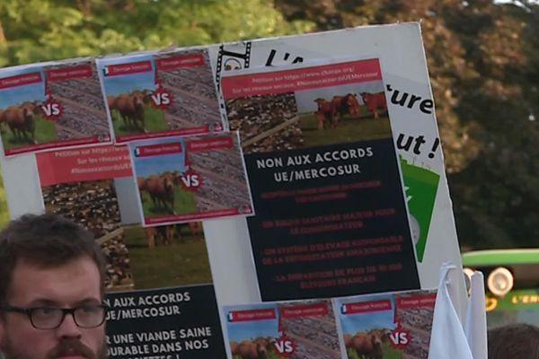 Comme le 3 juillet 2019, les agriculteurs se mobilisent le 8 octobre dans l'Aisne, l'Oise et la Somme contre les accords internationaux et le climat de défiance vis-à-vis de leur profession.