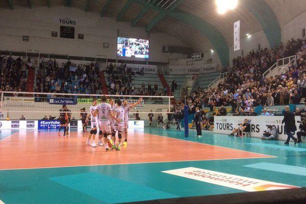 Les joueurs du Tours Volley Ball heureux après la qualification pour les 1/2 finale de la coupe CEV