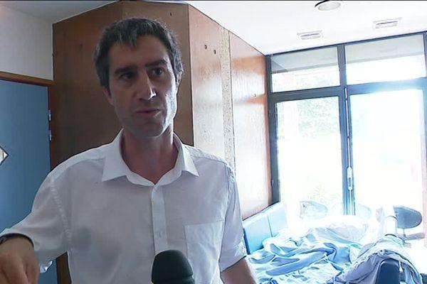Photo archive de François Ruffin en visite à l'hôpital psychiatrique du Havre, en juillet 2018.