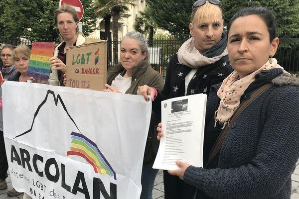 Les militants d'Arcolan, en soutien à Jerry menacé d'expulsion, ont adressé une pétition de 5 000 signatures au Préfet des Pyrénées-Atlantiques.