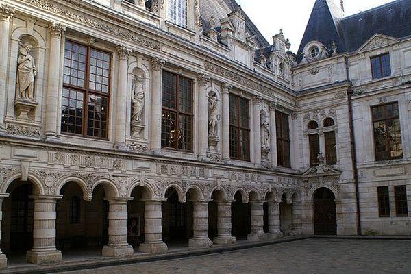 La mairie de La Rochelle avant l'incendie du 28/06/2013