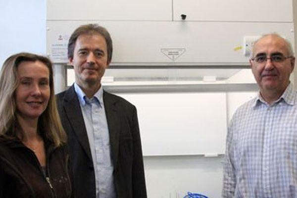 L'équipe d'Ionwatt: François Huber , directeur du développement, Didier Floner, maître de conférences à l'Université de Rennes 1 et inventeur de la technologie, et Florence Geneste, chargée de recherche au CNRS. © Ionwatt