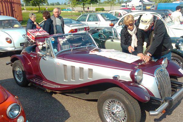 Dimanche matin, le 1er Tour de Lorraine de voitures anciennes est parti de Metz.