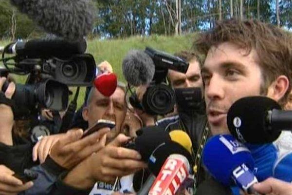 14 juillet 2014 : Thibaut Pinot est interviewé par les journalistes après sa deuxième place dans l'étape Mulhouse-La Planche des Belles Filles.
