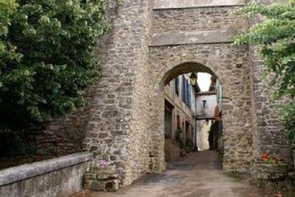 Une ancienne ville libre fortifiée