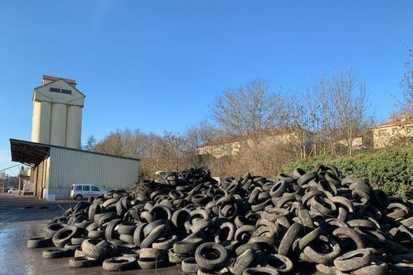 Les pneus déposés au point de collecte de Vezouze-en-Piémont (54)
