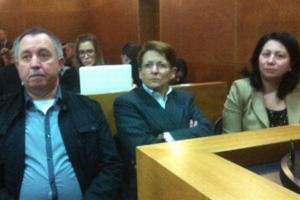 Dans le box des prévenus: Jean-Jacques Prost, le conducteur du bus; Josiane Beaud, directrice de la région Rhône-Alpes à la SNCF et Anne Lambusson, directrice régionale Rhône-Alpes/Auvergne RFF