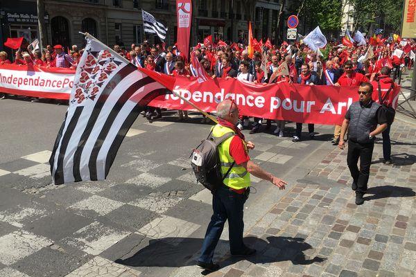 Les salariés du Crédit Mutuel Arkea près de la Bastille