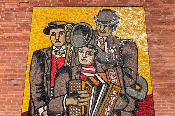 """""""Les trois musiciens"""", Fernand Léger dans la cour du musée des Abattoirs à Toulouse"""