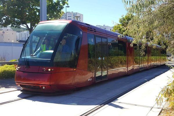 Le tram sur pneus de Clermont-Ferrand cité en exemple de la mobilité partagée lors de la journée sans voiture.