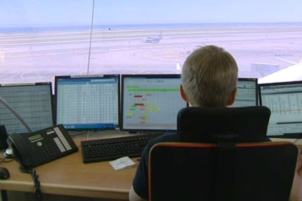 La grève des contrôleurs aériens, ici dans la tour de l'aéroport de Nice, est lancée par l'USAC-CGT.