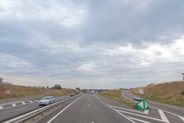 L'accident a eu lieu à hauteur de l'échangeur 13, sur l'autoroute A35 dans le sens Colmar-Strasbourg.