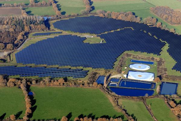 centrale solaire de 5 MWc developpée par VENDEE ENERGIE sur un Centre d'Enfouissement Technique de 22 ha