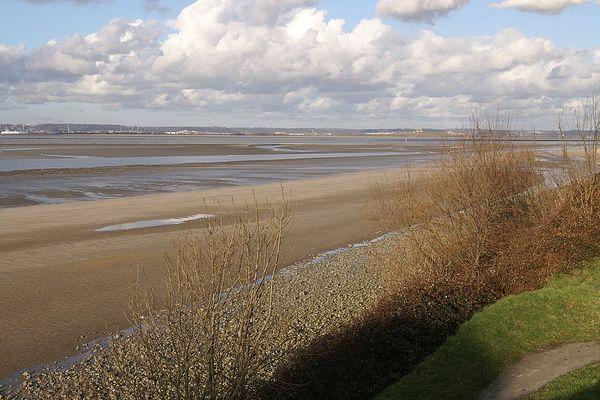 Dans le Calvados, sur la Côte de Grâce, soleil et nuages ce MARDI à l'horizon de la plage de Vasouy, près d'Honfleur.