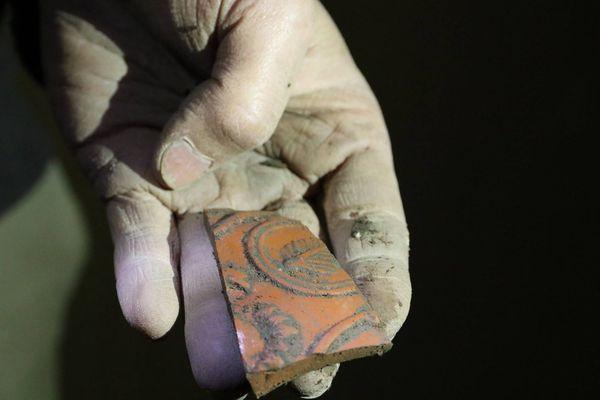 Fragment de poterie découvert place Grenette.