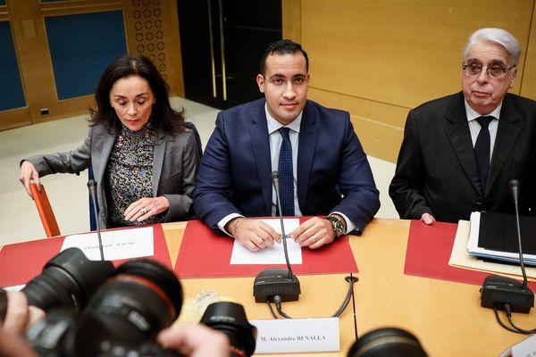 Alexandre Benalla (au centre) et Jean-Pierre Sueur (à gauche) lors de la commission d'enquête du Sénat.