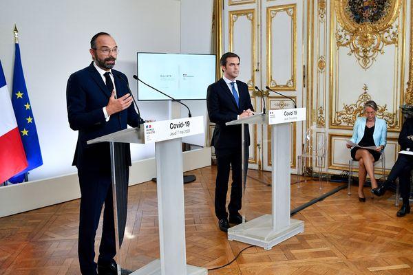 Le Premier ministre Edouard Philippe (à gauche) et le ministre de la santé Olivier Véran, lors de la présentation du plan de déconfinement ce jeudi 7 mai à Matignon.