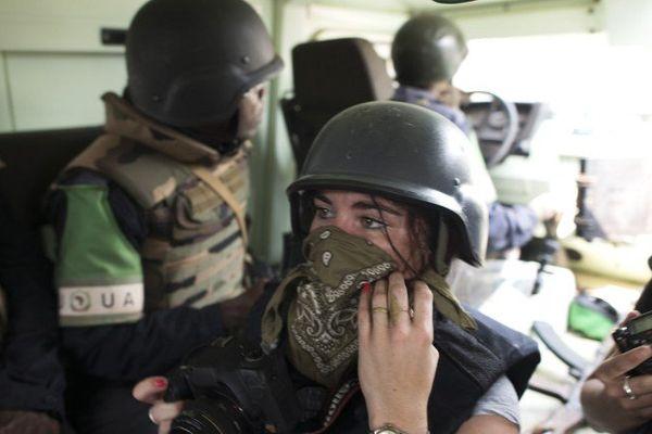 Camille Lepage dans un blindé de la police congolaise à Bangui le 19 février 2014