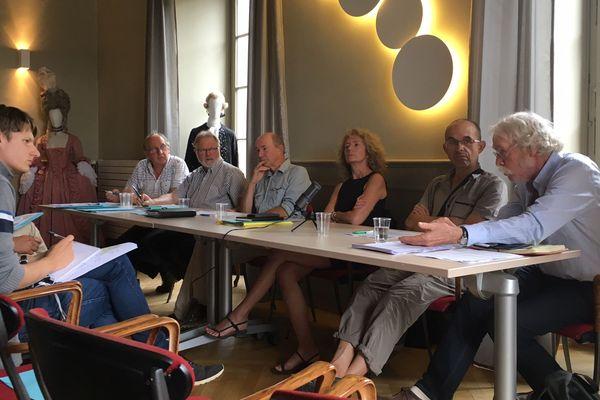 L'opposition au grand contournement ouest (GCO) s'est réunie à l'opéra de Strasbourg.