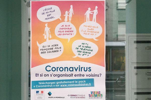"""L'affiche de la campagne """"Coronavirus : et si on s'organisait entre voisins ?"""" fait partie du """"kit"""" qui a été chargé plus de 100 000 fois en une semaine."""