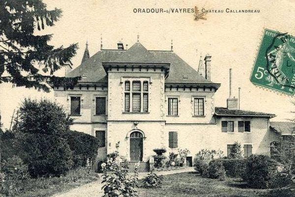 Le domaine Callandreau avec un auraucaria planté, comme le Séquoia frappé par la foudre, en 1895. C'est aujourd'hui l'Hôtel de Ville d'Oradour-sur-Vayres