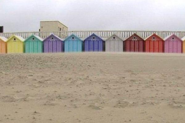 Les cabines de Stella-Plage : chacune sa couleur (vive).