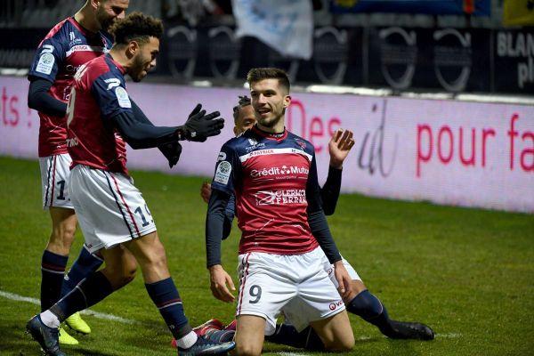 Adrian Grbic, attaquant du Clermont Foot, devrait prendre la direction du FC Lorient.