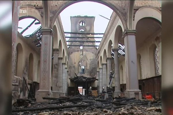 L'église Saint-Vaast de Wallers dévasté après l'incendie d'octobre 2006.