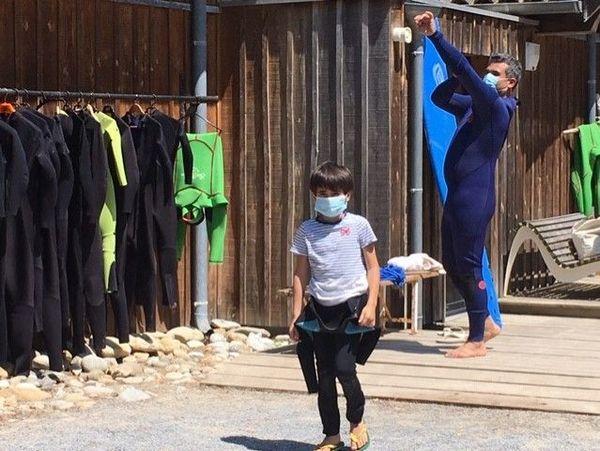 A l'école de surf Ocean Roots d'Arcachon les clients doivent porter un masque dans les espaces communs
