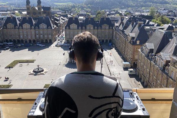 Le collectif Ardn a enregistré un set de musique électronique en haut du beffroi de Charleville-Mézières