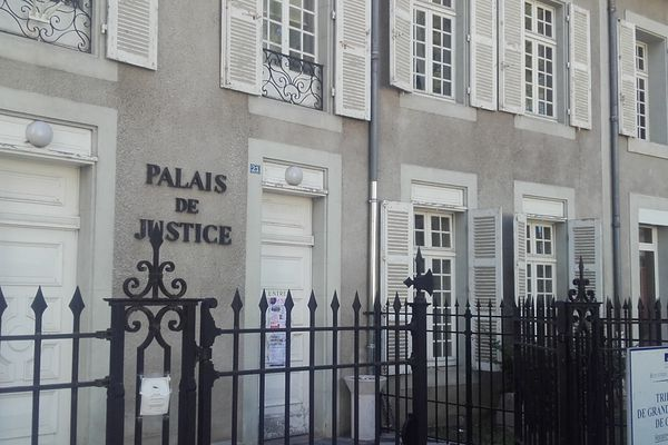 Mardi 2 février, 3 individus étaient jugés au tribunal de Cusset dans l'Allier, après des tirs de mortier sur une gendarmerie.