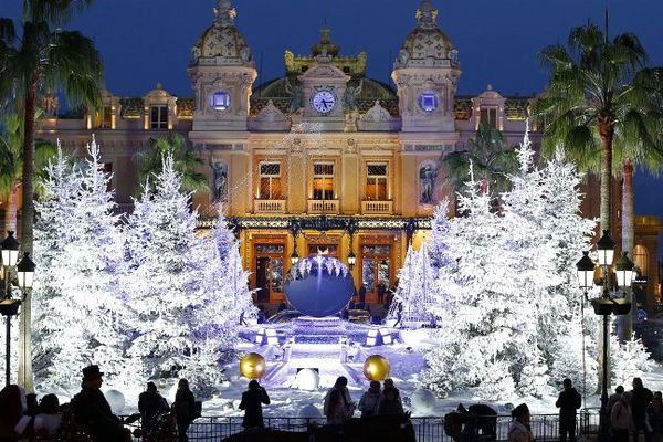 L'Hôtel de Paris de Monte Carlo avec les décorations de Noël 2013.