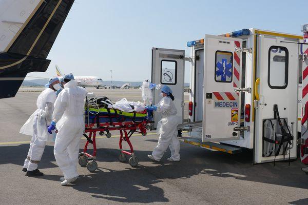 Quatre patients atteints du Covid-19 ont été transférés ce vendredi depuis l'aéroport de Marseille-Provence vers Reims