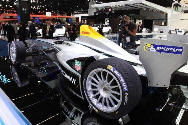 La Renault Spark SRT-01E a été présenté au Salon automobile de Francfort (Allemagne). Equipée de pneus Michelin tout-temps, elle disputera le championnat du monde de Formule E à partir de septembre 2014.