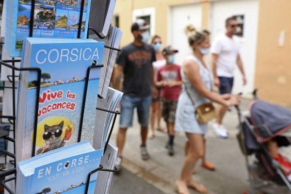 En 2021, 85 % des touristes visitant la Corse étaient Français selon l'Agence du tourisme de la Corse.