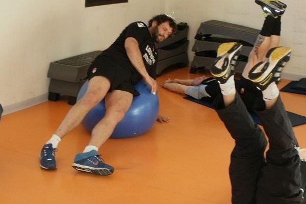 Séance de musculation des joueurs du Lyon Olympique Universitaires à Saint-Lary Soulan