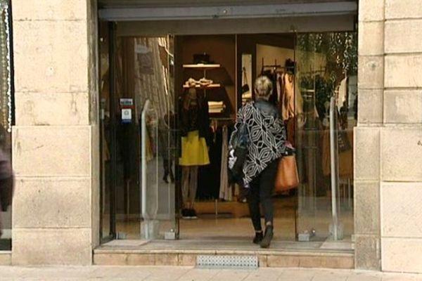 Cliente entrant dans un magasin à Dijon
