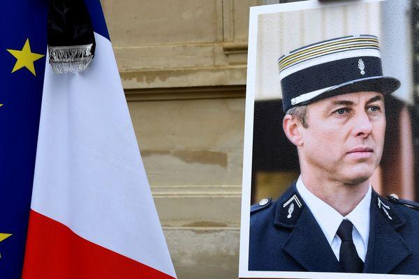 Le portrait du Colonel Arnaud Beltrame, mort héroïquement le 24 mars 2018.