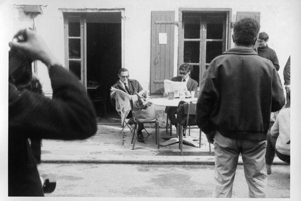 """C'est évidemment à l'hôtel Napoléon de l'île d'Aix que Ventura et Delon lisent les journaux pendant le tournage des """"Aventuriers"""""""