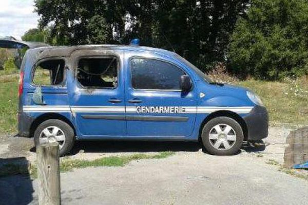 Un véhicule de gendarmerie détruit par le feu à Notre-Dame-des-Landes alors que les militaires assistaient un huissier de justice dans une procédure d'expulsion pour loyers impayés