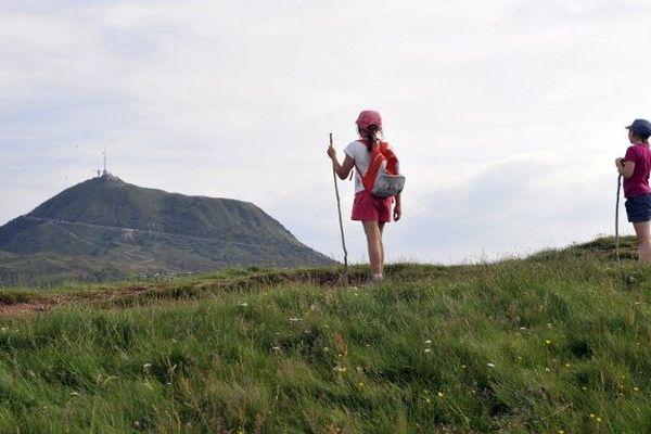 La charte du Parc Naturel des Volcans d'Auvergne a été renouvelée pour douze ans, a-t-on appris auprès du ministère de l'Ecologie, du Développement durable et de l'Énergie, le 21 juin 2013