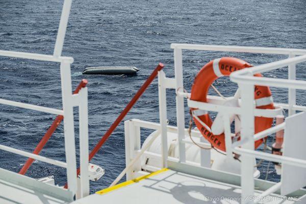 Le bateau pneumatique naufragé avait à son bord 130 personnes. L'espoir de retrouver des survivants est très mince.