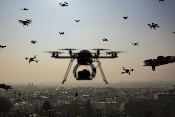 Des drones dans le ciel de Paris (photo-montage).