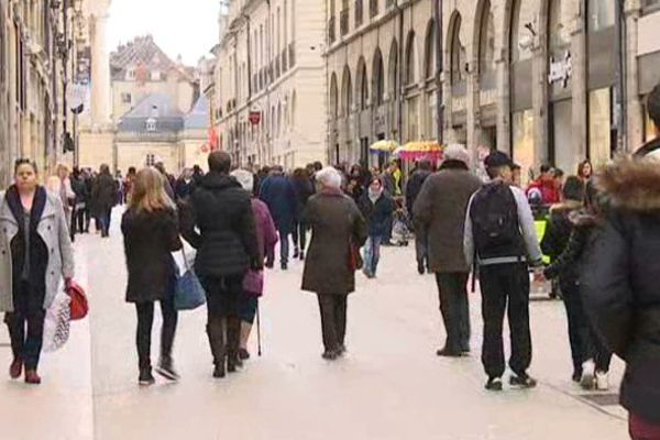 Le centre-ville de Dijon était très fréquenté en ce dernier dimanche avant Noël.