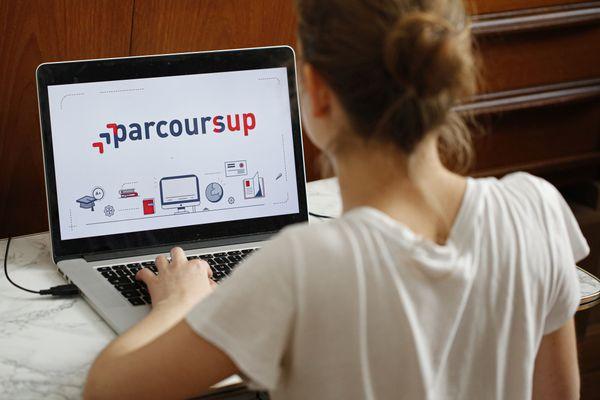Bacheliers attention ! La phase principale d'inscription dans l'enseignement supérieur se termine le 17 juillet sur la plateforme internet de Parcoursup.