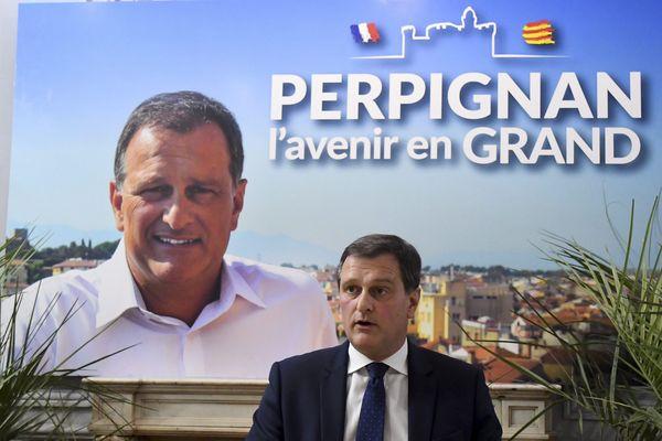 Signe que l'union des droites séduit pour ces municipales de 2020, à Perpignan, Louis Aliot a retiré la flamme du Rassemblement national de ses affiches de campagne.